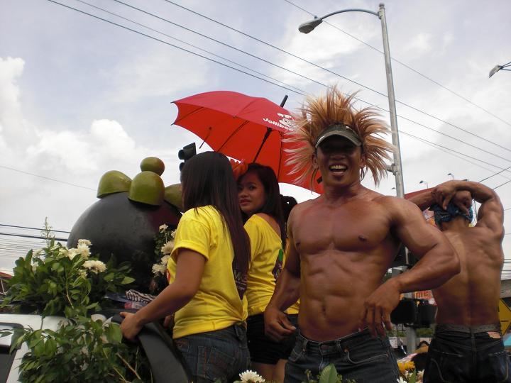 カダヤワンのフローラル・パレード・その②: 南の島でポン!